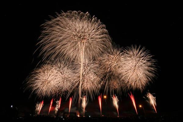 阿久根で8000発の花火が上がる、秋まつり開催!