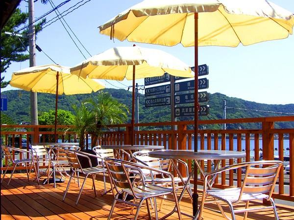 甑島、里港からすぐにあるレストラン兼お土産店