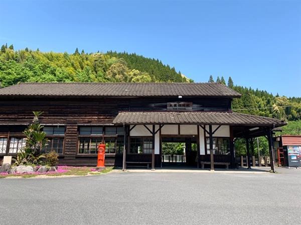 ノスタルジックな雰囲気が漂う県内最古の木造駅舎「大隅横川駅」